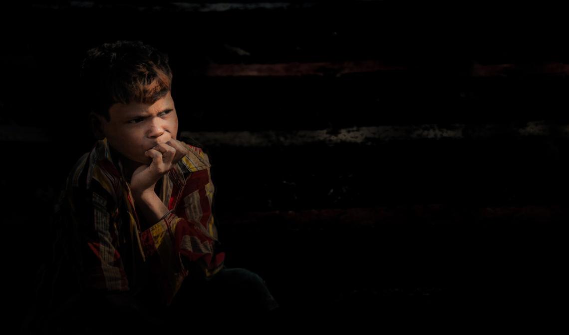 Boy alone in Kolkata, Inia photo