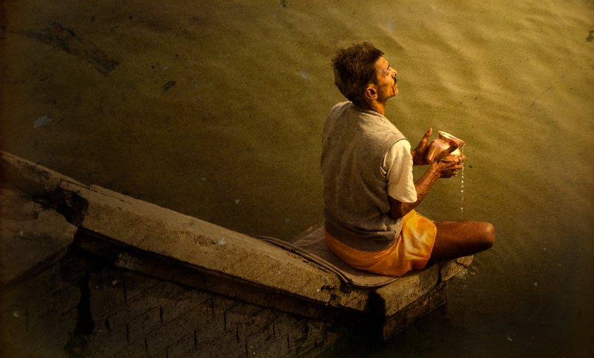 morning-worship-on-the-ganges